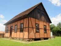 Casa Bucovina / Antiga Escola do Passa Três