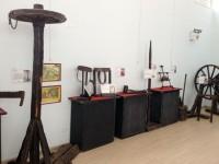 Mafra recebe exposição internacional de máquinas de tortura