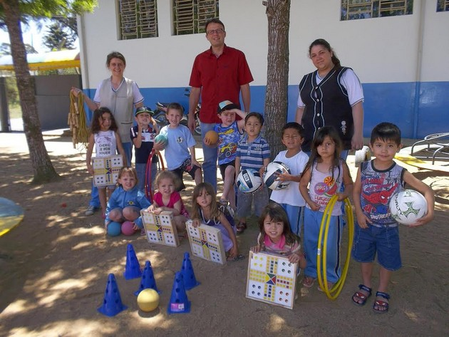 6a09541b1 Prefeitura de Rio Negro realiza entrega de kits de material esportivo para  escolas e CMEIS